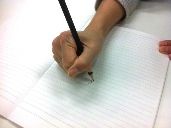 鉛筆の持ち方で成績が上がる!?
